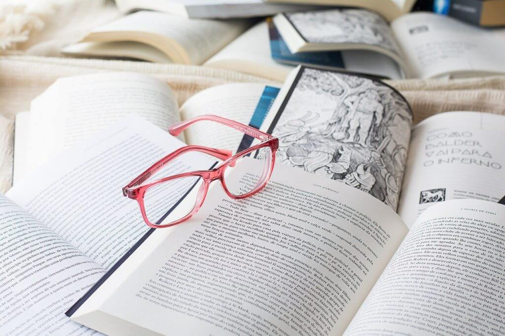 Glasses Reading Book Books Focus  - anapaula_feriani / Pixabay